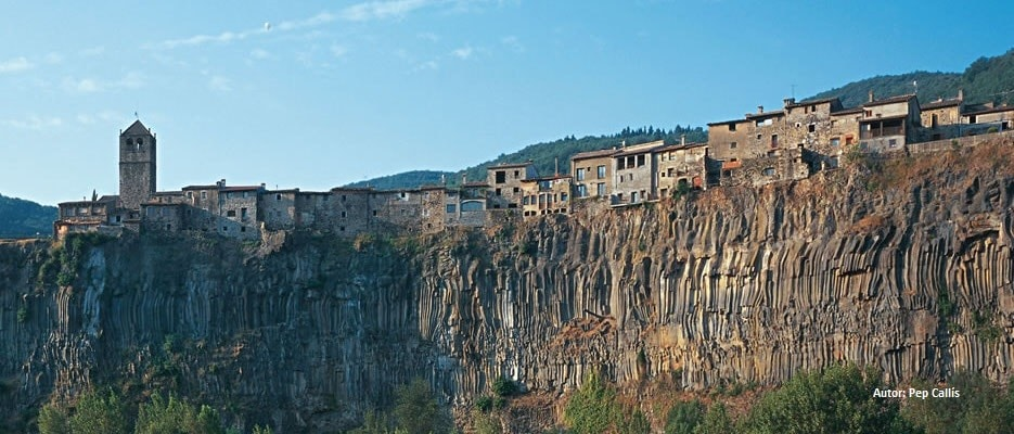Castelfullit de la Roca is a cute village built on the edge of a cliff.