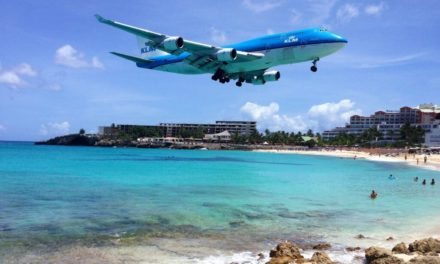 Maho Bay: St. Maarten's Airplane Spotting Beach