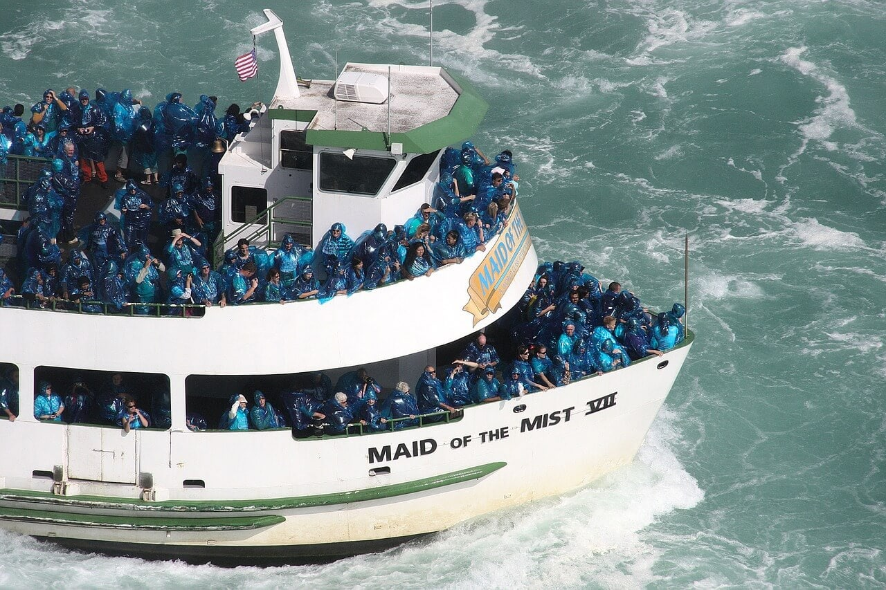 maid of the mist boat in Niagara Falls