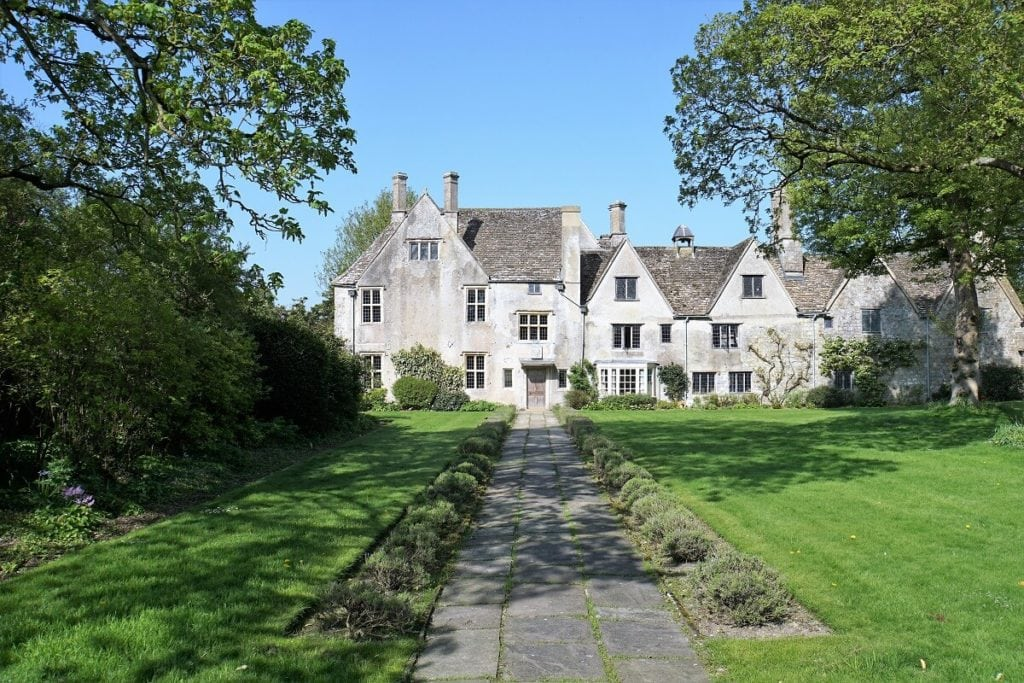 "Avebury Manor is beautiful and especially popular with families. - ""Avebury and Nearby Neolithic Sites in Wiltshire, England"" - Two Traveling Texans"