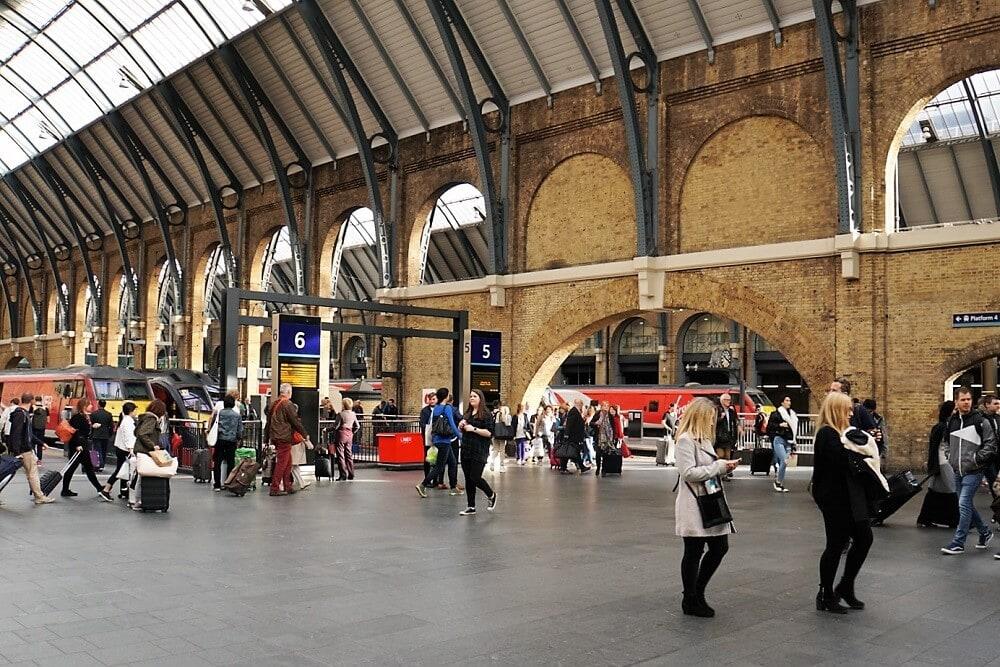 Kings Cross Platforms - Harry Potter Walking Tour - Tow Traveling Texans