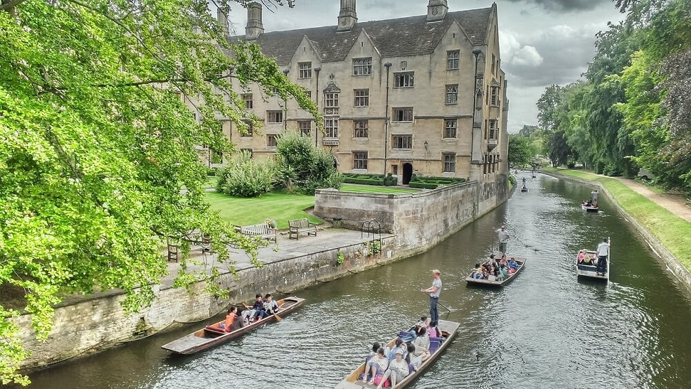 Punting on the Cam - One Day in Cambridge - Two Traveling Texans