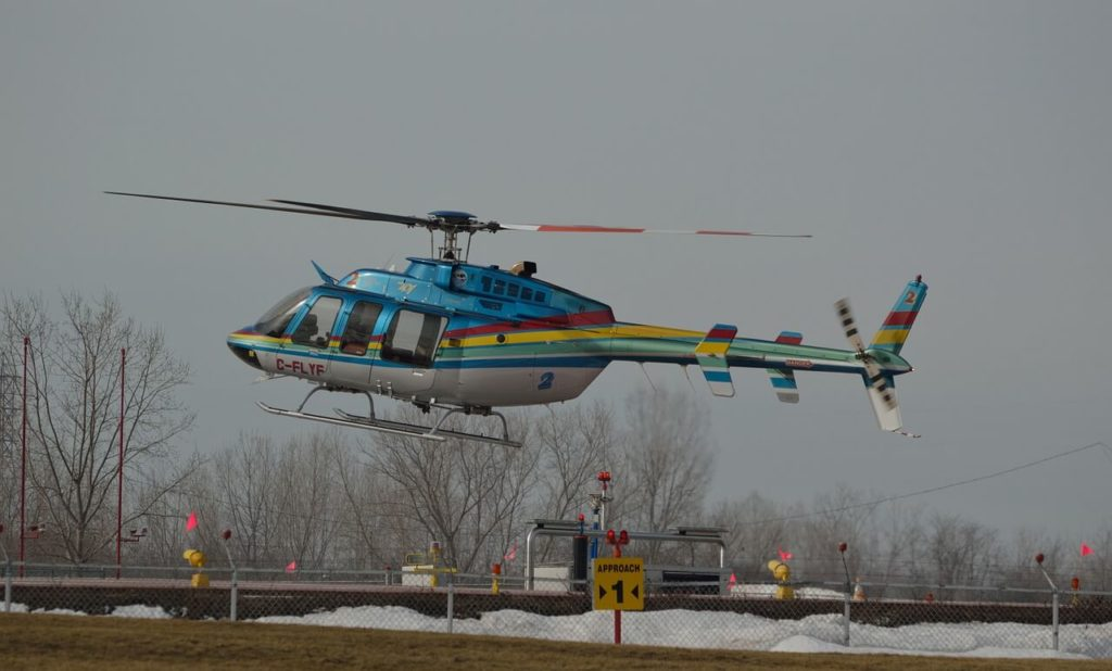 Niagara Helicopters run tours in the winter, weather permitting.