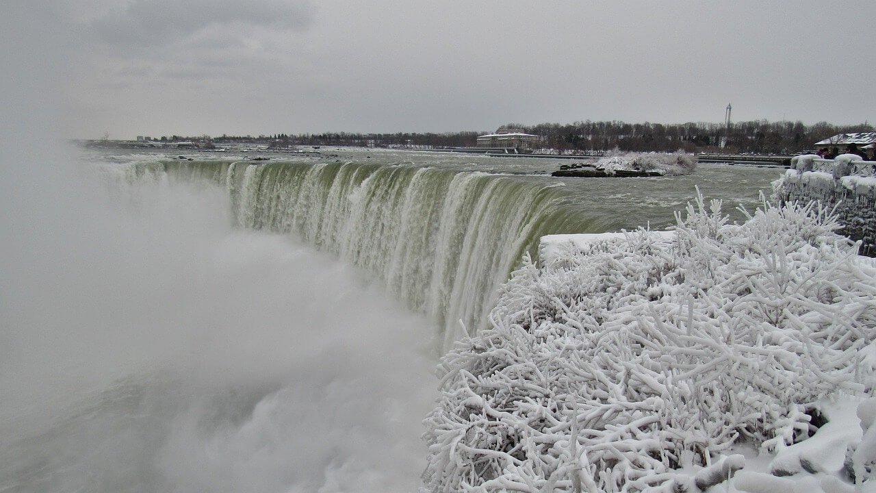 Niagara Falls looks so pretty in the winter with the snow.