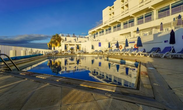 Holiday Inn Algarve Review – Hotel in Armação de Pêra Portugal