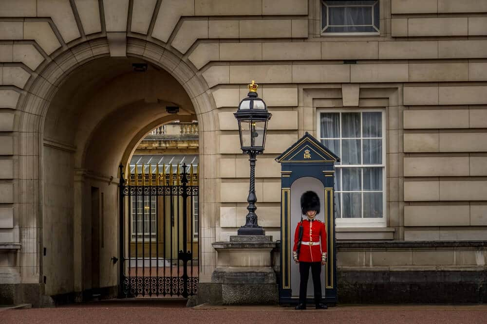 Buckingham palace guard in front of the palace