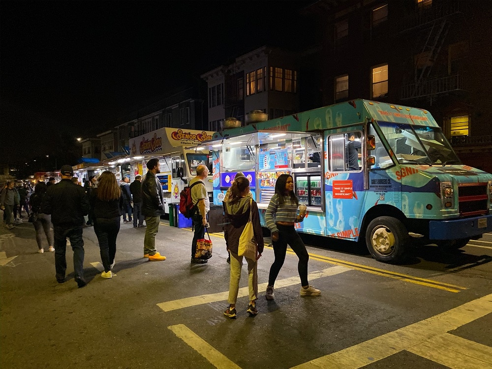 food truck and people outside the Oakland Museum of Calfornia