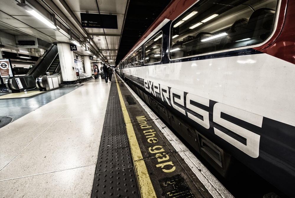 gatwick express train is the fastest way from Gatwick to London