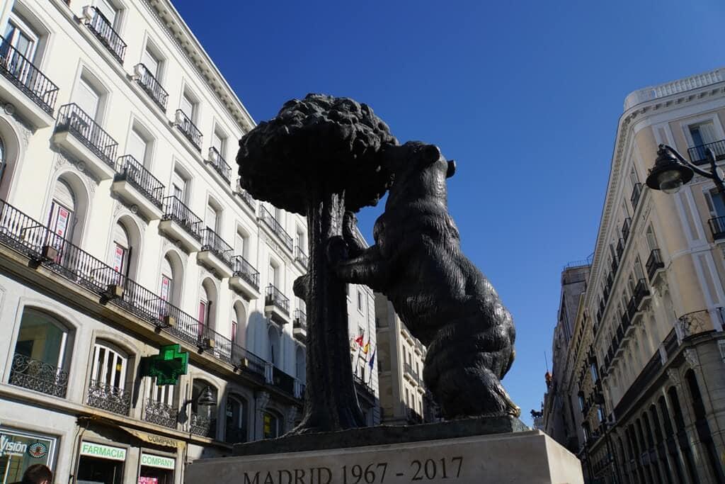 Plaza del Sol - Bear Statue - El Oso y El Madroño