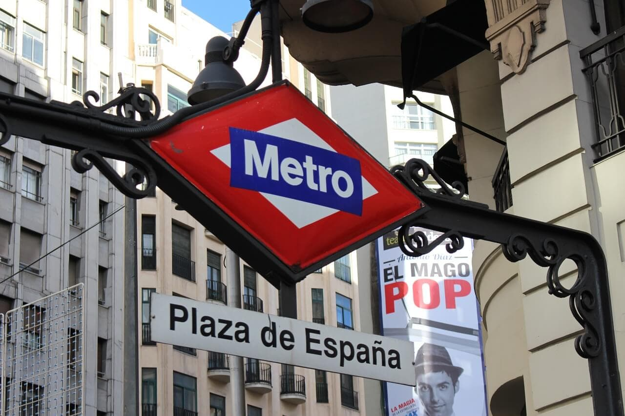sign for madrid metro stop plaza de espana