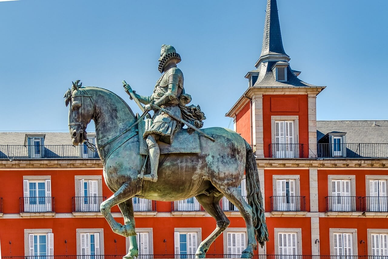 statue in Plaza Mayor