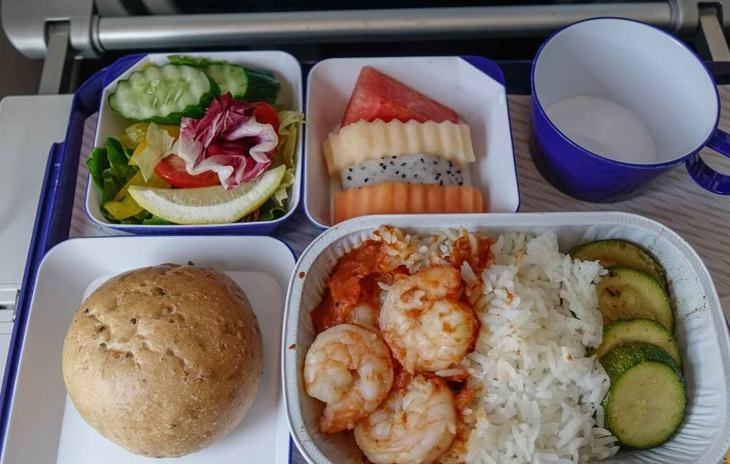 meal served on airplane