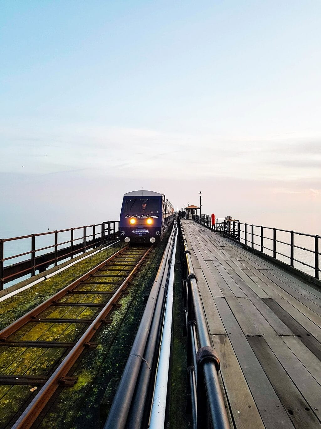 train that goes from one end of southend-on-sea pier to the other