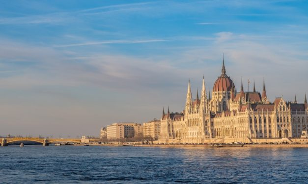 10 Romantic Things to Do in Budapest
