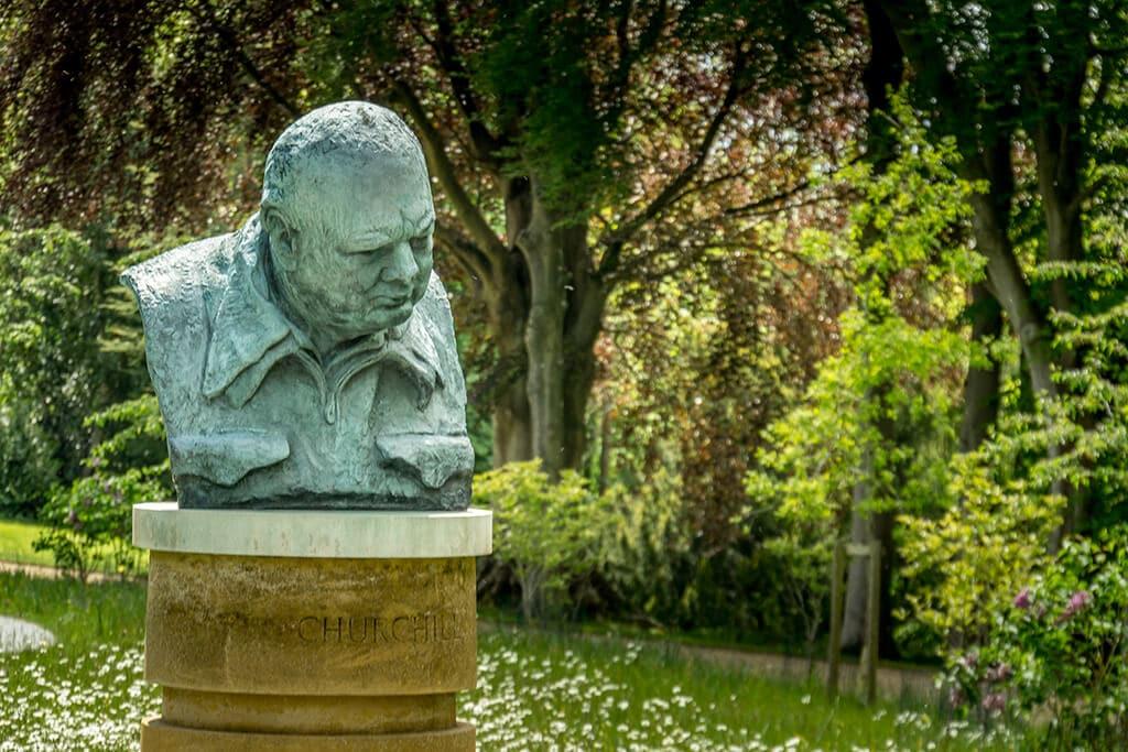 bust of winston churchill in blenheim formal gardens