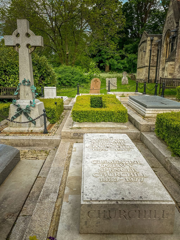 graveyard at st. martin's church in bladon